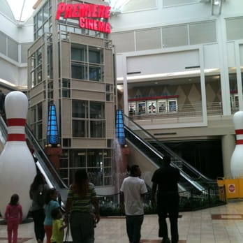 The crazy basketball court in the MIDDLE of the mall aisle