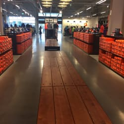 fashion uk cheap sale vast selection Nike - Magasin d'usine & Outlet - Boulevard de Tournai ...