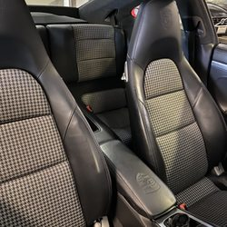 Val's Auto Upholstery