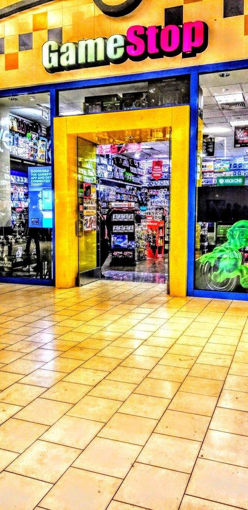 Gamestop 11 Fotos Y 12 Reseñas Alquiler De Películas Y - where is the roblox gift card in bronx parkchester