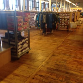 new balance outlet store lawrence massachusetts
