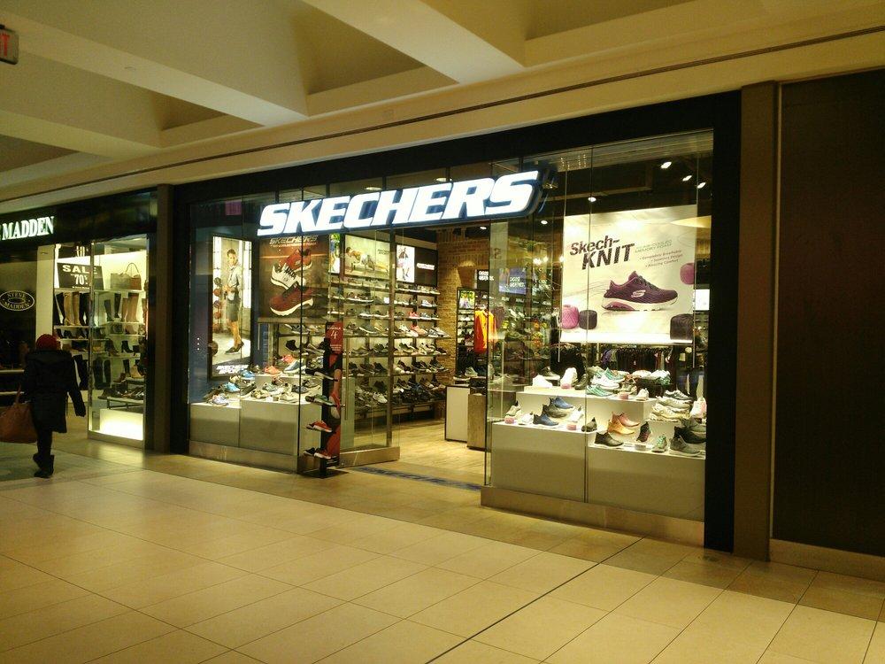 Shoe Stores - 1800 Sheppard Avenue E