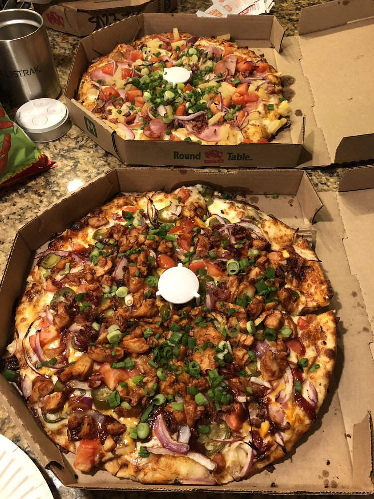Round Table Pizza Takeout Delivery 41 Photos 111 Reviews Pizza 1271 E Calaveras Blvd Milpitas Ca Restaurant Reviews Phone Number Menu Yelp