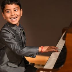 best piano lessons near me april 2019 find nearby piano lessons reviews yelp. Black Bedroom Furniture Sets. Home Design Ideas