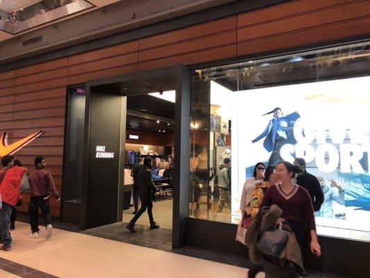 Transistor Nebu León  Nike - Outlet Stores - 220 Yonge Street, Downtown Core, Toronto, ON - Phone  Number - Yelp