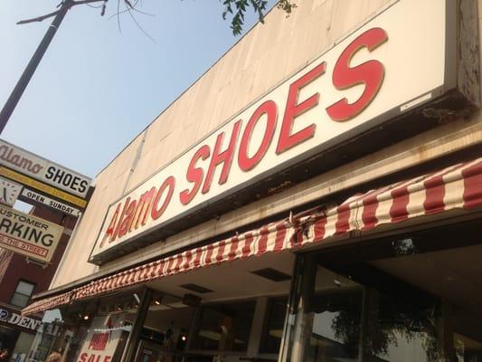 Alamo Shoes 5321 N Clark St Chicago Il