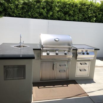 Outdoor kitchen with Blaze equipment supplied by All Valley ...