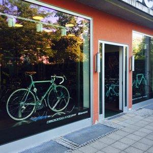 Adidas Factory Outlet Shop Sportbekleidung Lattenbergstr