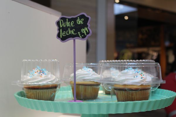 Super Meringue Artisan Cake 23 Photos Cupcakes 6020 E 82Nd St Birthday Cards Printable Inklcafe Filternl