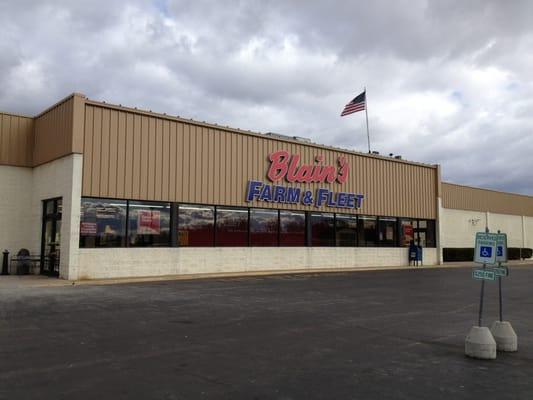 Blain S Farm Fleet Rockford Illinois Sporting Goods 4725 W State St Rockford Il Phone Number Yelp