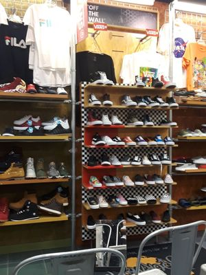 Journeys 1057 Green Acres Mall Valley