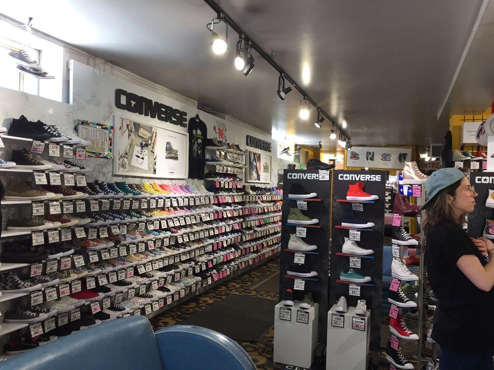 converse boutique montreal