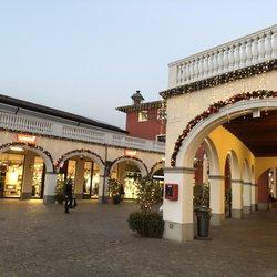 Franciacorta Outlet Village - 25 Fotos - Outlet - Via del ...