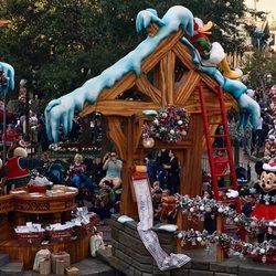 Christmas Homecoming Float.Disneyland S A Christmas Fantasy Parade 691 Photos 27