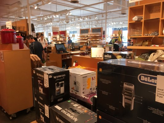 Crate Amp Barrel Outlet Store 55 Photos 60 Reviews Home Decor 1317 Inwood Rd Dallas Tx United States Phone Number Yelp
