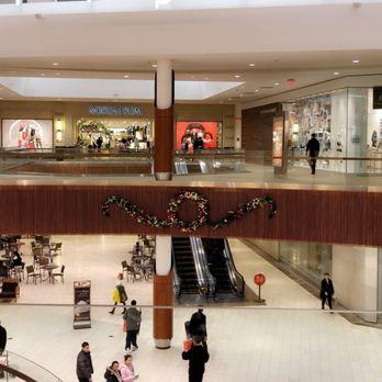 About Wrentham Village Premium Outlets® A Shopping Center