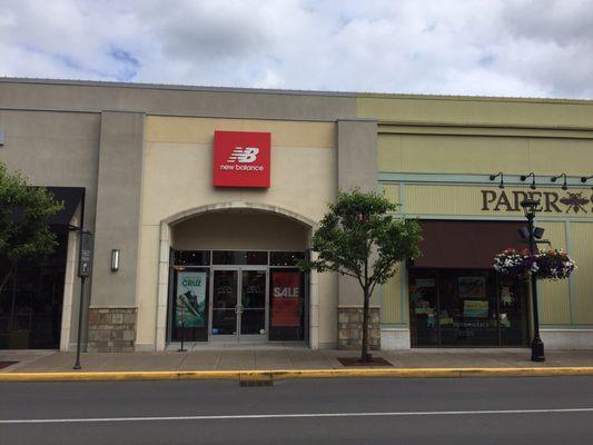 New Balance Portland 7385 SW Bridgeport