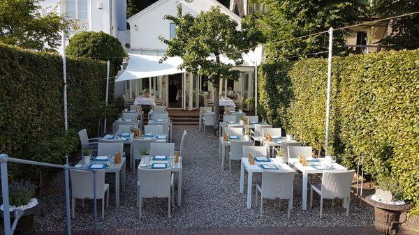 Das Weisse Haus 103 Photos 102 Reviews German Neumühlen 50 Othmarschen Hamburg Germany Restaurant Reviews Phone Number Yelp
