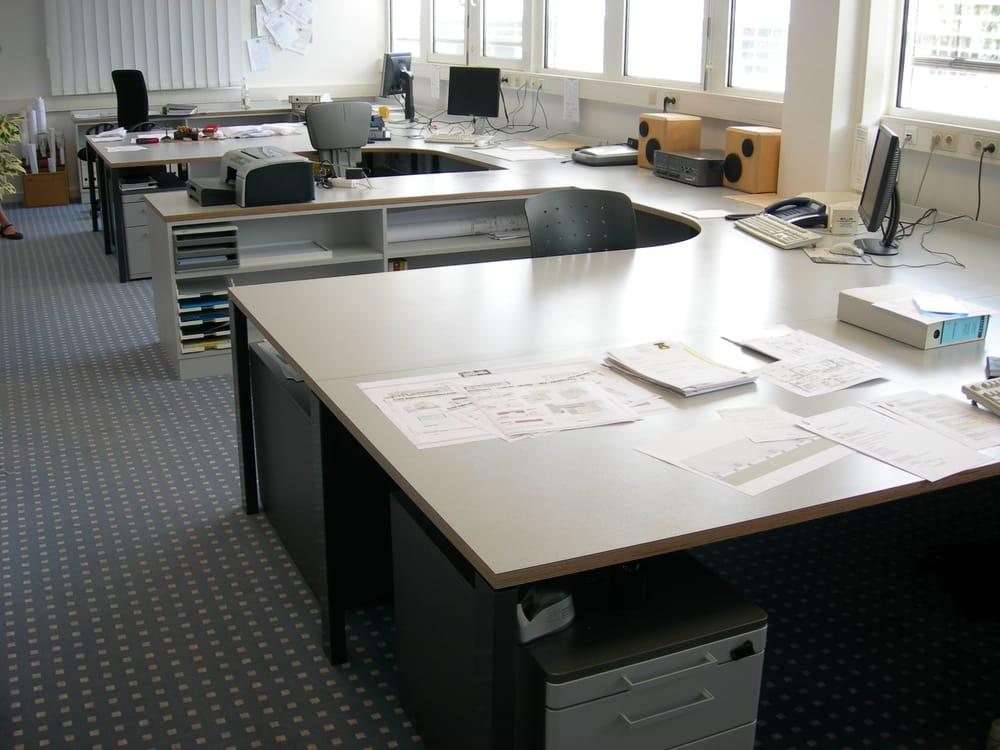 Große Schreibtische In Einem Büro Yelp