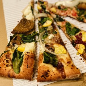 Ghost Pizza Kitchen 208 Photos 288 Reviews Pizza 7801 Melrose Ave Los Angeles Ca United States Restaurant Reviews Phone Number
