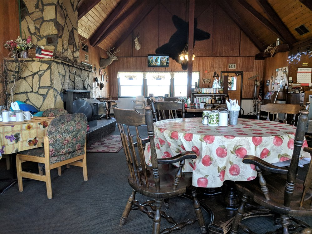 Tradewinds Lakeside Restaurant - American (New) - 9301 S