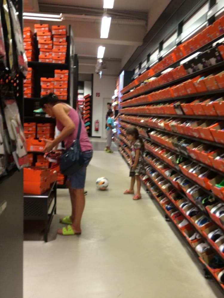 legújabb bolt legkelendőbbek kiváló minőség Nike Factory Store - Designer-Outlet-Str. 1 Top 2, Parndorf ...