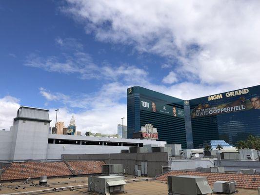 Hooters Casino Hotel Las Vegas Closed 373 Photos 327 Reviews Casinos 115 E Tropicana Ave Southeast Las Vegas Nv Phone Number Yelp