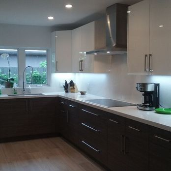 High Gloss White Lacquer Kitchen Cabinets with Cambria ...