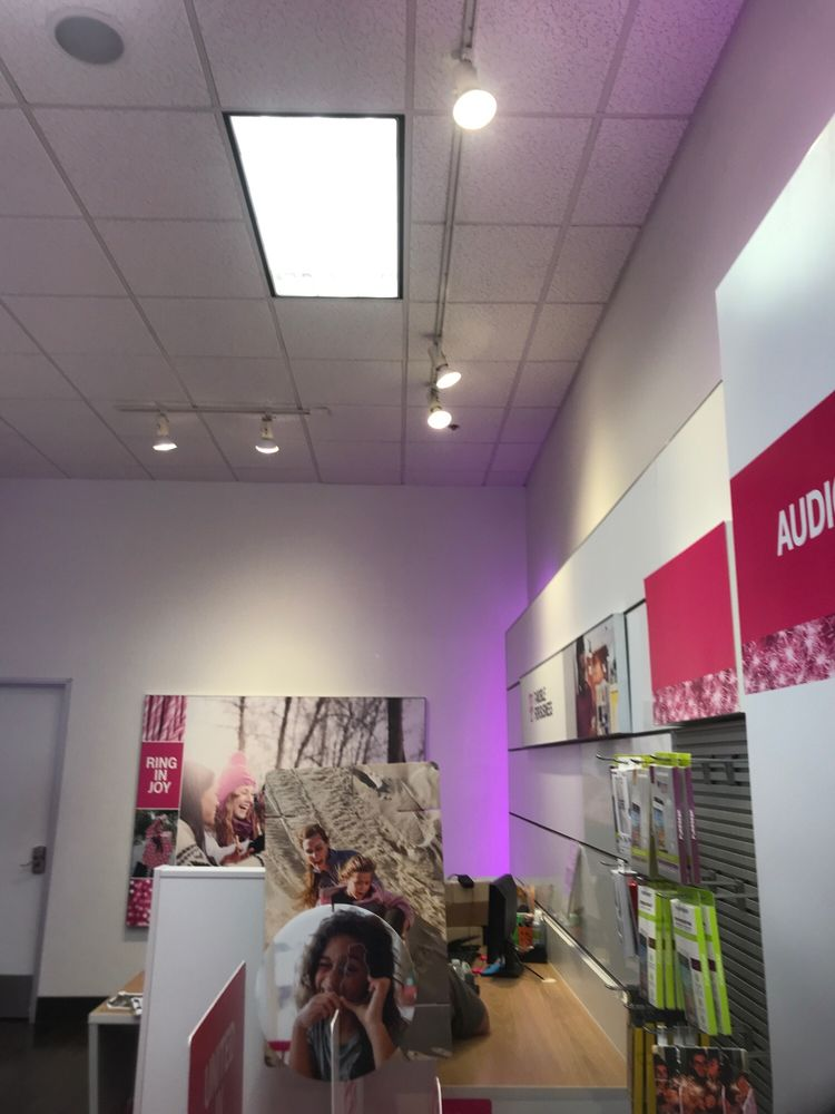 t mobile updated covid 19 hours services 47 reviews mobile phones 2300 harbor blvd costa mesa ca phone number yelp yelp