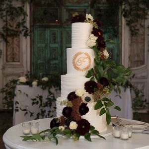 Photo of Shelby Lynns Cake Shoppe - Springdale, AR, United States. Four-tier wedding cake (floral provided by Jules Floral Designs)