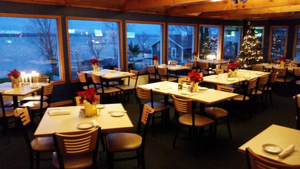 Lakeside Restaurant and Lounge Is The Best Waterfront