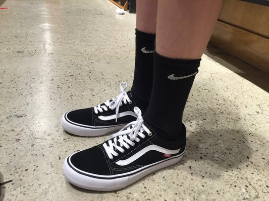 vans at woodfield mall