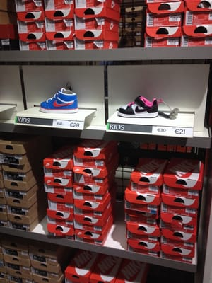 Considerar nariz eso es todo  Nike Factory Store - Sports Wear - Zuidermolenweg 58-60, Osdorp, Amsterdam,  Noord-Holland, The Netherlands - Phone Number - Yelp