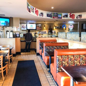 Round Table Pizza Order Food Online 92 Photos 79 Reviews Pizza 2200 4th St San Rafael Ca Phone Number Menu Yelp