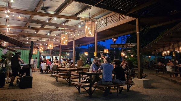 Elsewhere Garden Bar Kitchen 216 Photos 166 Reviews Wine Bars 103 E Jones Ave San Antonio Tx United States Restaurant Reviews Phone Number Yelp