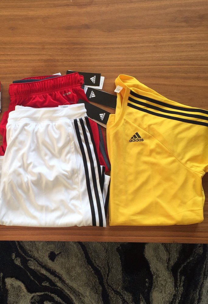 Cooperativa cómo Laboratorio  Adidas Outlet Store - Sports Wear - 200, 5761 Marine Way, Burnaby, BC -  Phone Number - Yelp