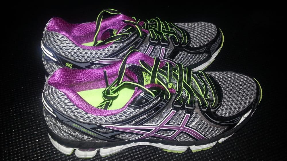 Running Room Queen's Park - Sports Wear