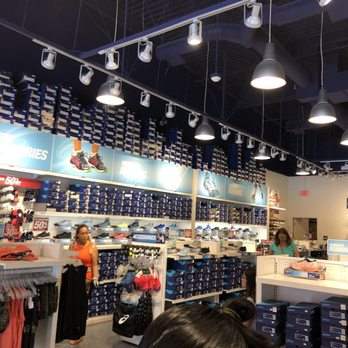 Conciso Tratamiento Preferencial Fobia  ASICS Outlet - 25 Reviews - Shoe Stores - 100 Citadel Dr, Commerce Park, CA  - Phone Number - Yelp