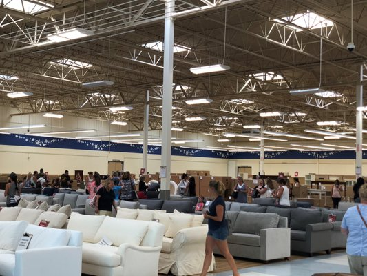 Pottery Barn Outlet 6110 S Way