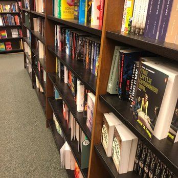 348s - Barnes And Noble Shops At Pembroke Gardens