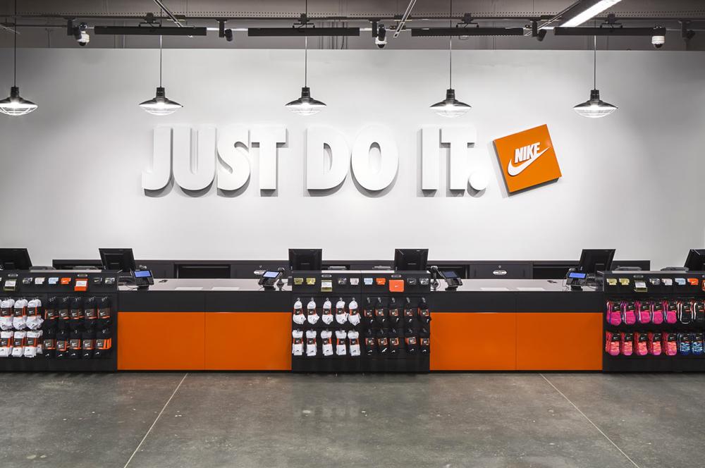partes gastar Manía  Nike Factory Store - 101 Photos & 147 Reviews - Shoe Stores - 4445 Camino  De La Plz, San Ysidro, CA - Phone Number - Yelp